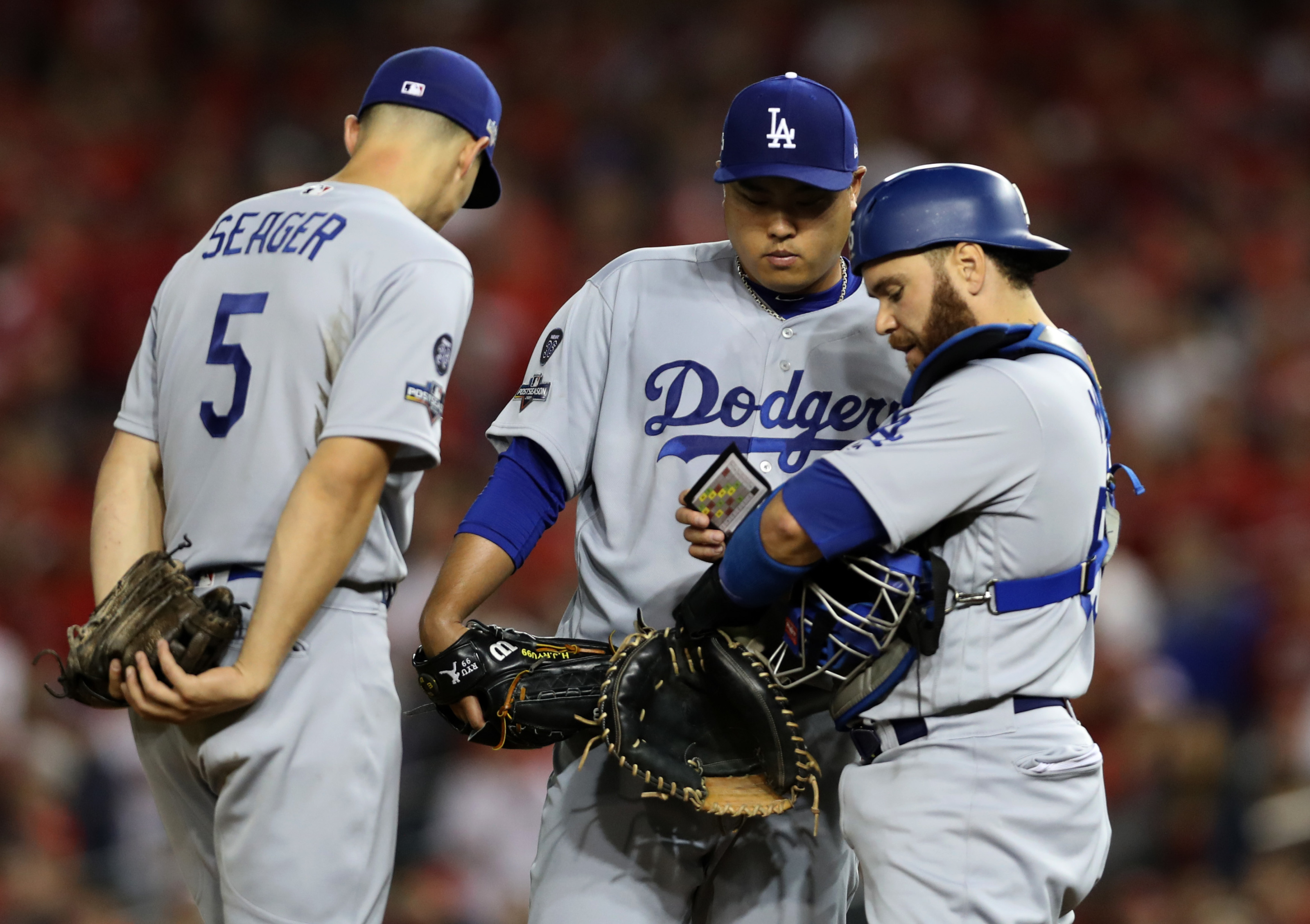 Blue Jays: Russell Martin lends a helping hand to Hyun-Jin Ryu
